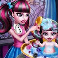 Monster Baby Wash Games : Draculaura is getting her daughter ready for an am ...