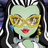 Frankie Eye Doctor Games : Be Frankie Stein eye specialist and find out if she is going to need or not some ...